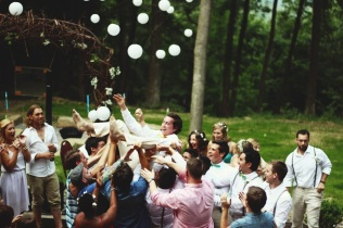 groom throw